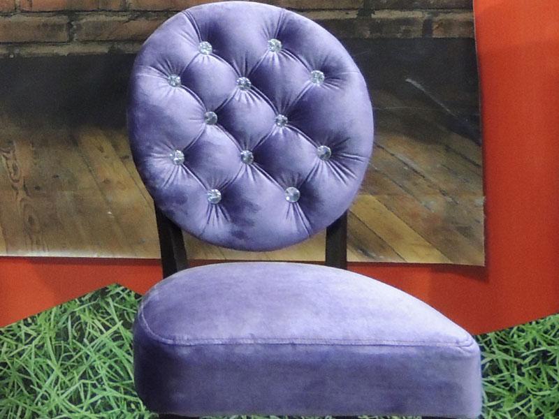 стул с пуговицами